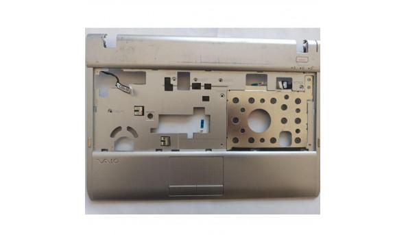 Середня частина корпуса для ноутбука Sony VAIO PCG-31311M, 39.4KK02.XXX, б/в. Кріплення цілі, продається з кнопкою включення та роз'ємом живлення, є потертості