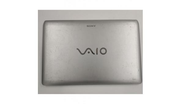 Кришка матриці для ноутбука Sony VAIO PCG-31311M, 604KY0600211, б/в. Пошкоджені кріплення зліва (фото), є подряпини, продається з шлейфом матриці та веб камерою